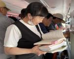 图书流动服务车走进市标广场开展阅读推广活动4